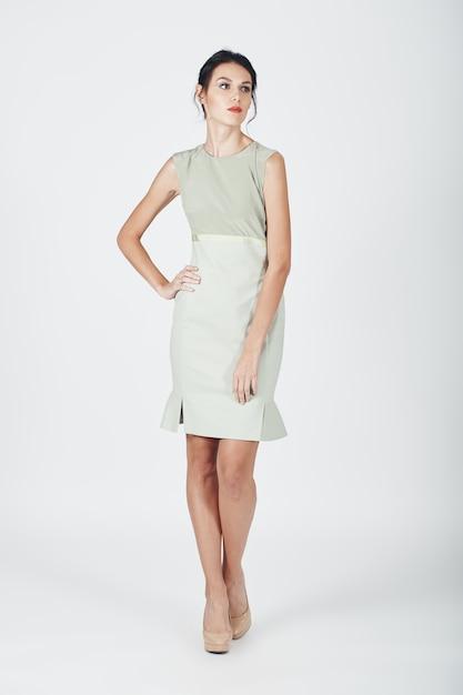 Foto de moda de joven magnífica con un vestido brillante Foto gratis