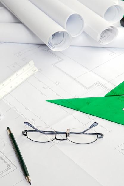 Una foto de planos de casa con planos planos. Foto Premium