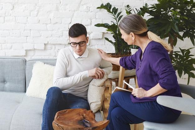 Hipnoterapeuta en tratamiento