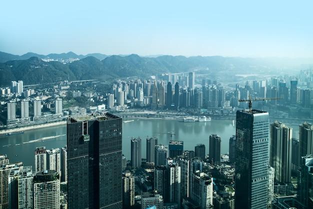 Fotografía aérea de la ciudad de chongqing arquitectura horizonte Foto Premium