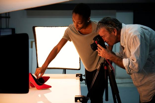 Fotografía de producto rodaje de zapatos. Foto Premium