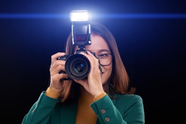 Fotografiando en la oscuridad Foto gratis
