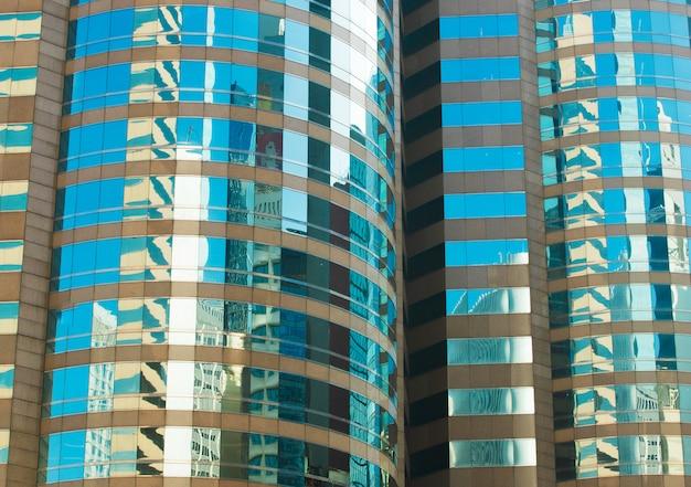 Fragmento abstracto de vidrio de windows de la arquitectura del edificio Foto Premium
