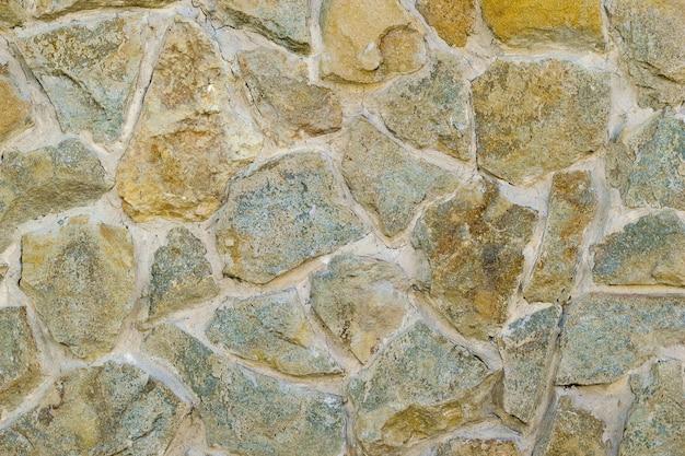 Un fragmento de una pared artificial de piedra y solución aglutinante. Foto Premium