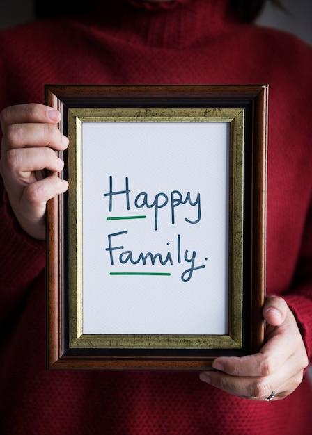Frase Familia Feliz En Un Marco Foto Gratis