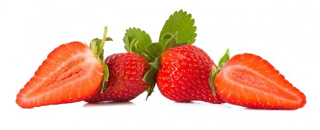 Fresas frescas aisladas en blanco Foto Premium