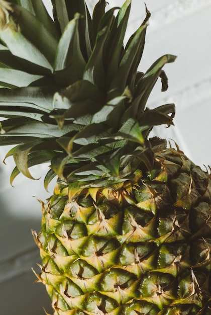 Fruta fresca de piña fresca en verano Foto Premium