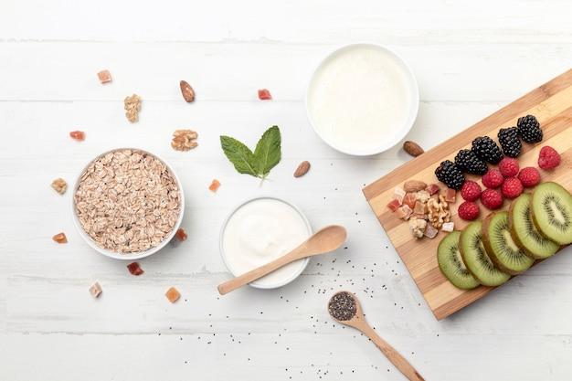 Fruts con yougurt y granola Foto gratis