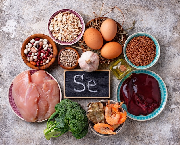 Fuentes de productos saludables de selenio. Foto Premium
