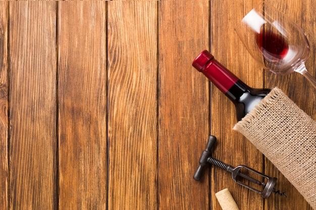 Funda de tela para vino y copia espacio. Foto gratis