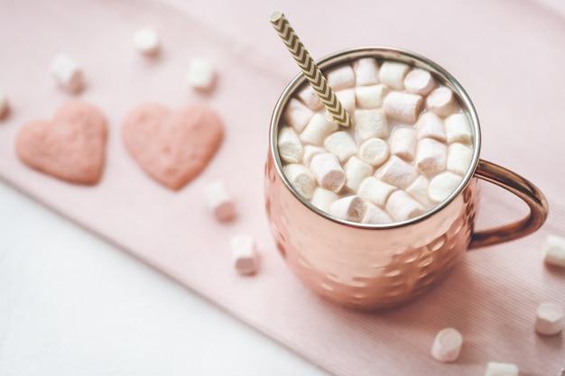 Galletas de cacao y corazón Foto Premium