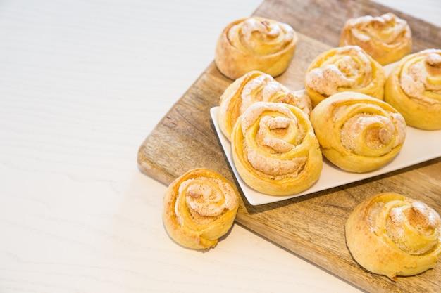 Galletas caseras con azúcar y merengue. Foto Premium