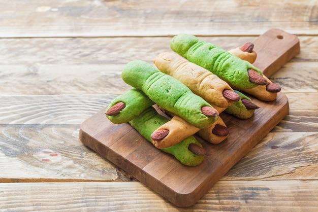 Galletas de dedos y hummus de calabaza Foto Premium