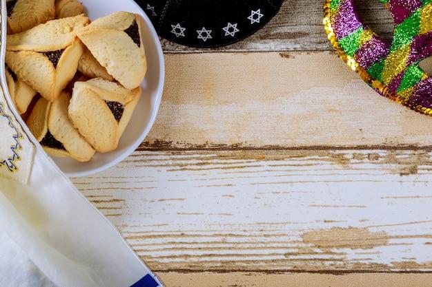 Galletas hamantaschen para la fiesta judía de purim Foto Premium