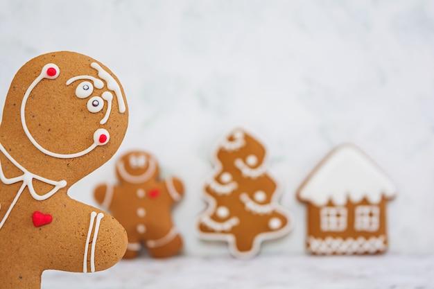 Galletas de jengibre navideño Foto Premium