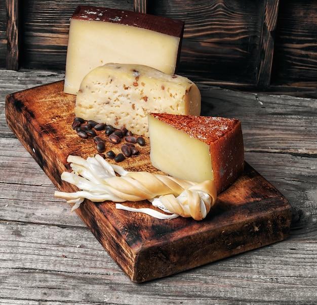 Gama de quesos suizos Foto Premium