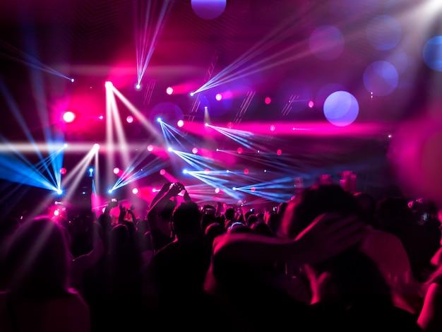 Gente en la pista de baile Foto Premium