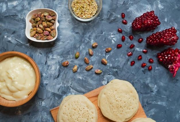 Ghrayaf: tortitas argelinas, cocina magrebí. Foto Premium