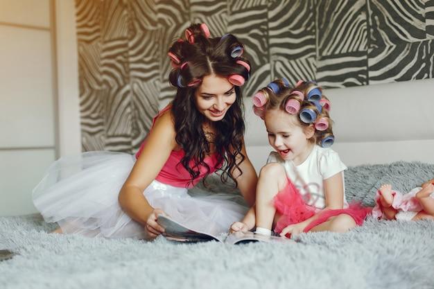 Glamour madre con hija Foto gratis