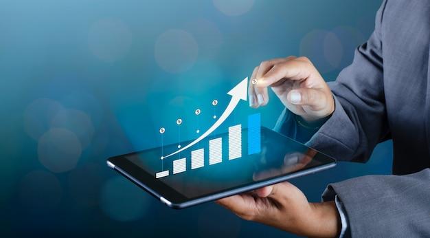 Gráfica de crecimiento financiero global de comunicaciones. teléfonos binarios inteligentes y mundo. Foto Premium