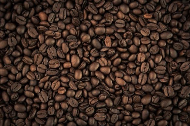 Granos de café de cerca Foto gratis