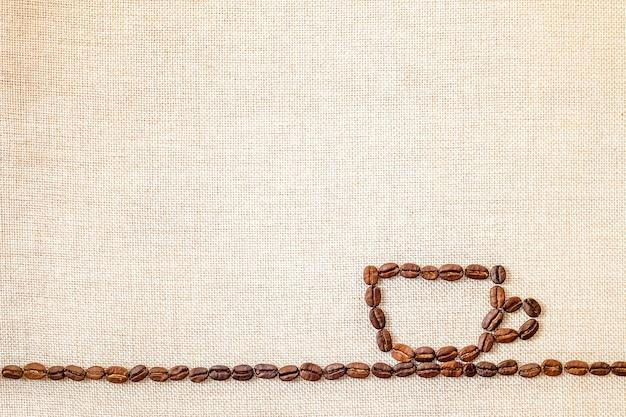 Granos de café sobre fondo de tela. Foto Premium