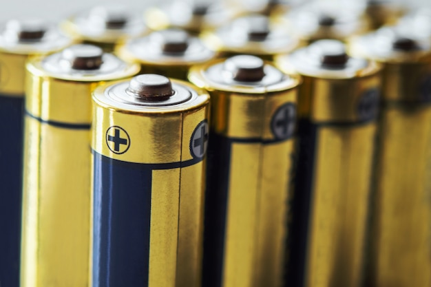 Grupo de primer plano de energía de la batería alcalina aa resumen ...