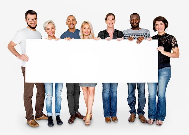 Grupo de felicidad de personas sosteniendo la pancarta en blanco Foto Premium