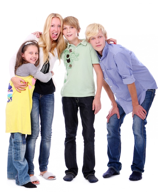 Grupo de muchachos jovenes y hermosos Foto gratis
