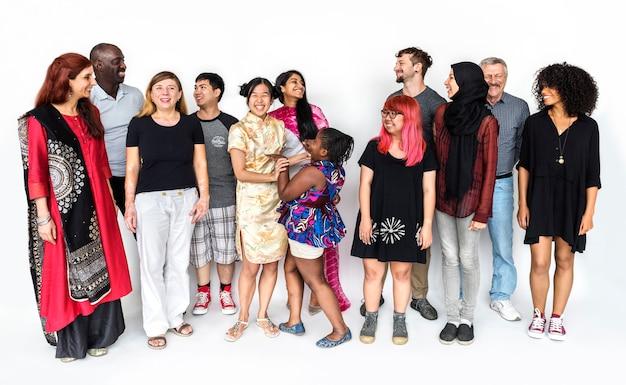 Grupo de personas de la diversidad de la comunidad de pie juntos. Foto Premium