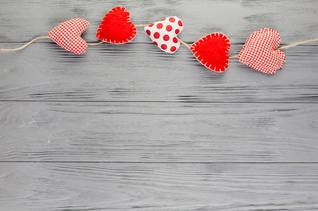 Guirnalda de peluche en forma de corazón Foto gratis