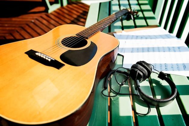Guitar music note paper song concept Foto gratis