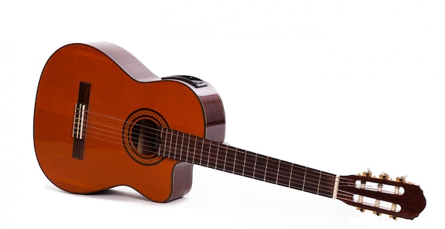 Guitarra de madera vieja aislada Foto gratis