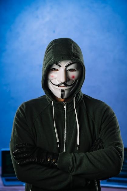 Buscan a famoso hacker de la web conocido como
