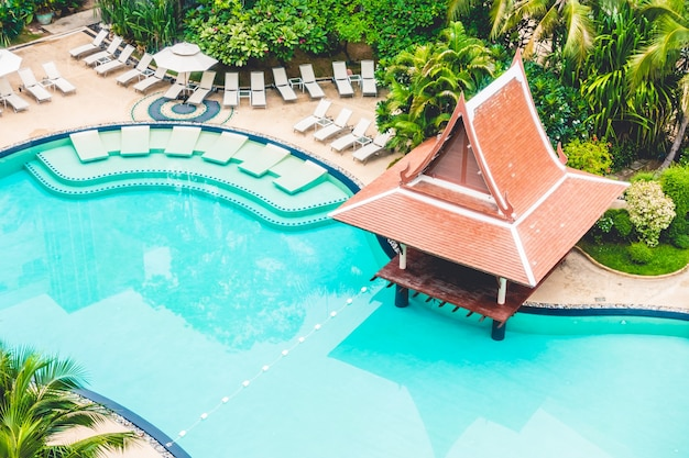 Hamacas piscina y bar vistos desde arriba descargar for Hamacas de piscina