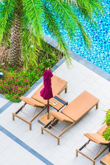 hamacas y piscina vista desde arriba descargar fotos gratis