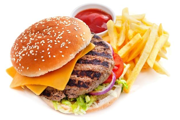 Hamburguesa con queso con papas fritas Foto Premium