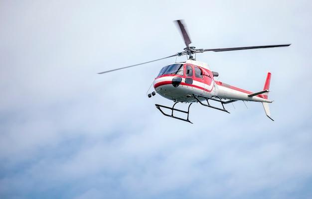 En Blanco Rojo El Color Con Volar Helicóptero CieloDescargar Y n0ONywmv8