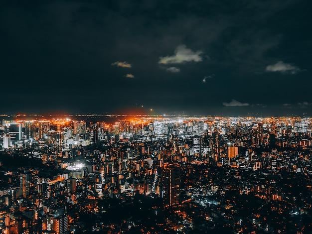 Hermosa arquitectura y construcción del paisaje urbano de tokio Foto gratis