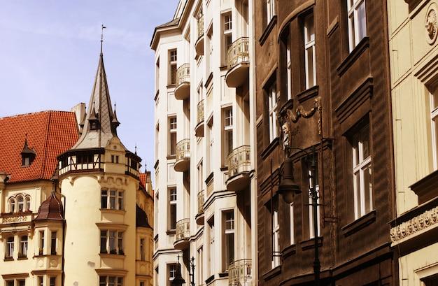 Hermosa calle en praga Foto Premium