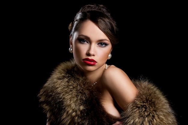 Hermosa chica con piel Foto gratis