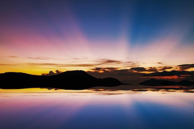 Hermosa luz puesta de sol o amanecer con reflejo en el agua en phuket  paisaje de tailandia  1dde3f63f94