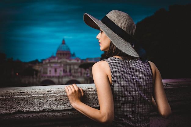 Hermosa modelo de moda Foto Premium