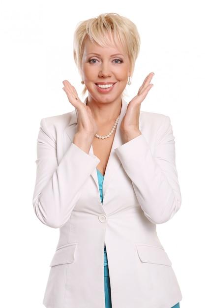 Una hermosa mujer atractiva en blanco Foto gratis