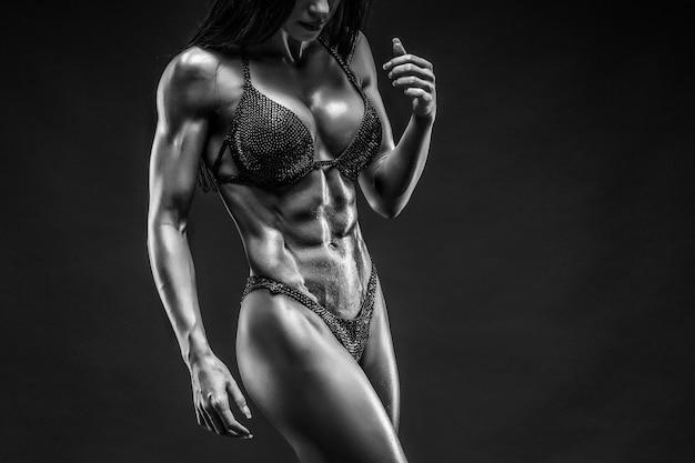 Hermosa mujer con cuerpo de gimnasio en ropa interior Foto Premium