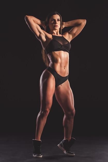 Hermosa mujer musculosa fuerte Foto Premium