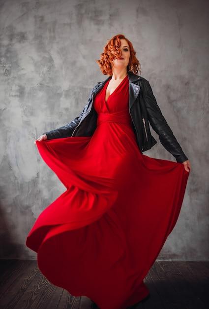 De Con Y Hermosa Mujer Pelo Cuero Rojo Vestido Chaqueta En 3qA4jLRc5