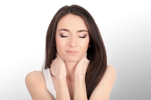 dolor de cuello y dolores de cabeza sentirse cansado