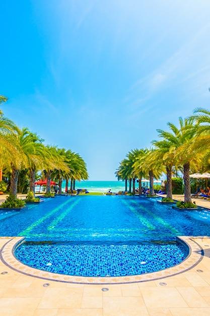 Hermosa piscina de lujo descargar fotos gratis for Piscina gratuita