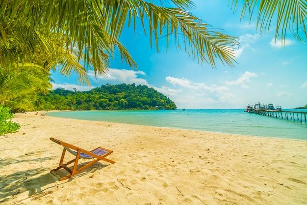 Hermosa playa tropical y mar Foto gratis